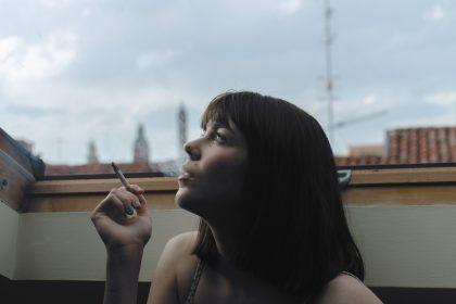 タバコと女性